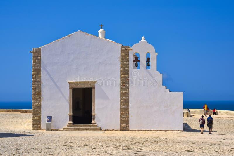 Liten kyrka av vår dam av nåd på den Sagres fästningen i Algarven arkivfoton
