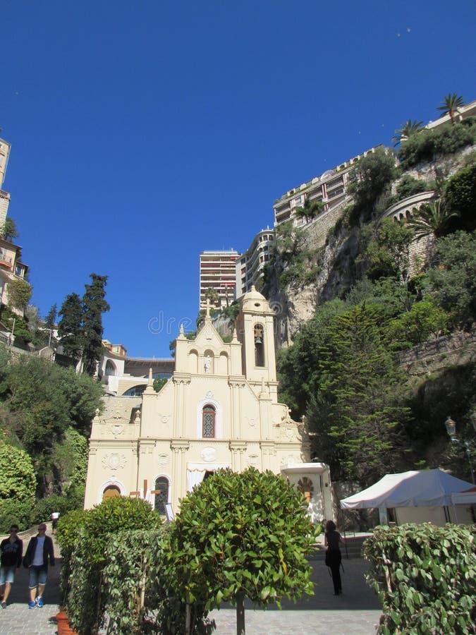 Liten kyrka i Monaco royaltyfri fotografi