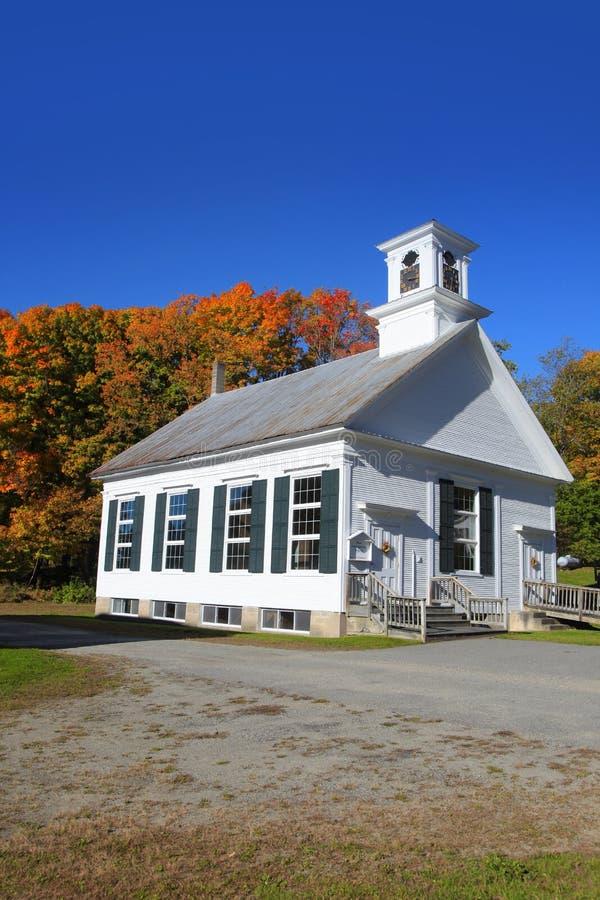 Liten kyrka i typiska New England fotografering för bildbyråer