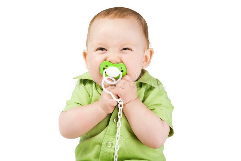 Liten lycklig pojke med nippeln royaltyfri bild