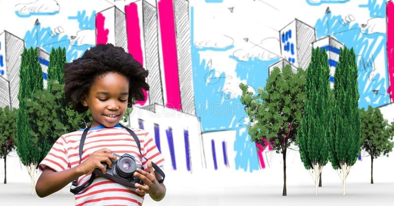 Liten manlig handelsresande som använder kameran i utdragen stad arkivbilder