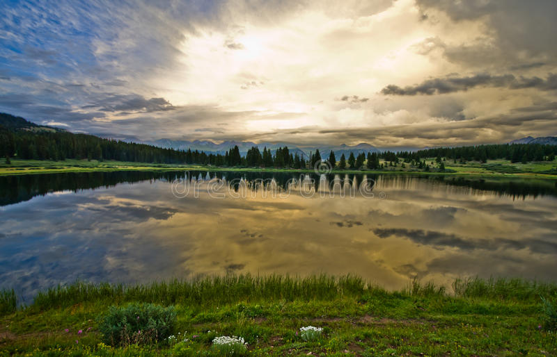 Liten Molas sjö i Sanen Juan Mountains i Colorado royaltyfri fotografi
