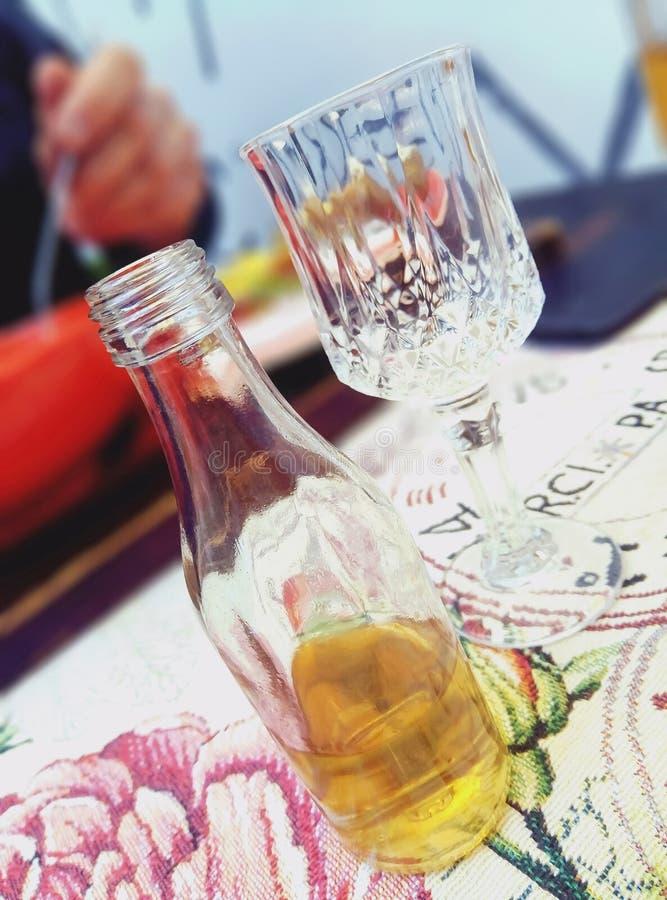 Liten och nätt säregen flaska fotografering för bildbyråer
