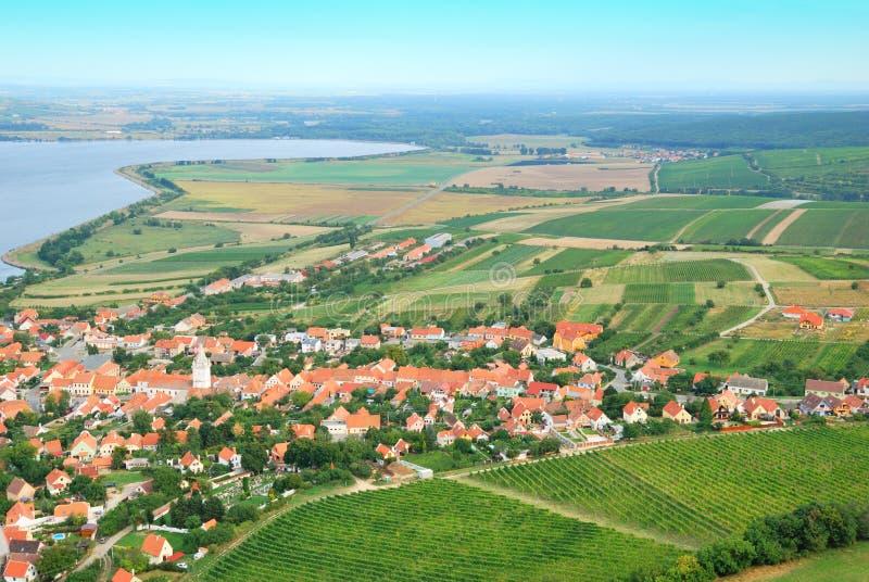 Liten och pittoresk by i södra Moravia arkivfoto