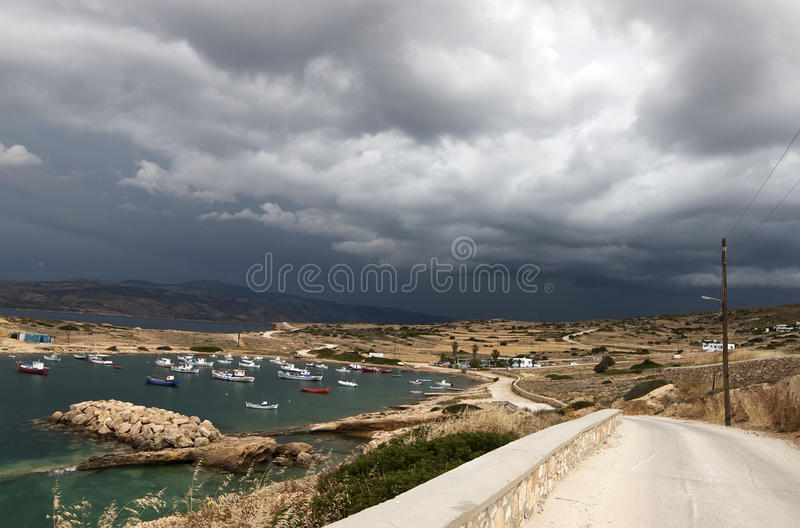 Liten port i den Koufonisia ön royaltyfri fotografi