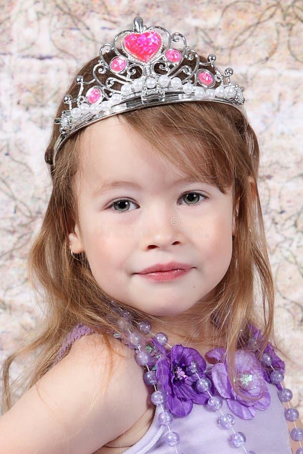 liten princess för klädd flicka royaltyfri bild