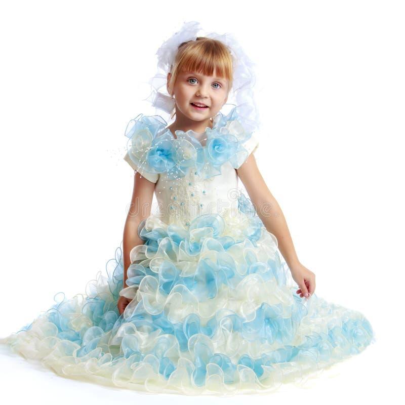 Liten prinsessa i den vita kl?nningen arkivbild