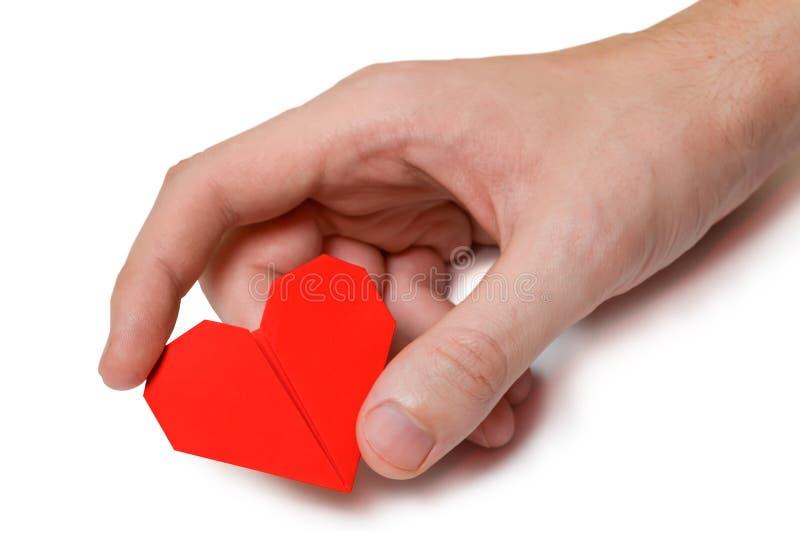 Liten röd hjärta i hand för man` s royaltyfria bilder