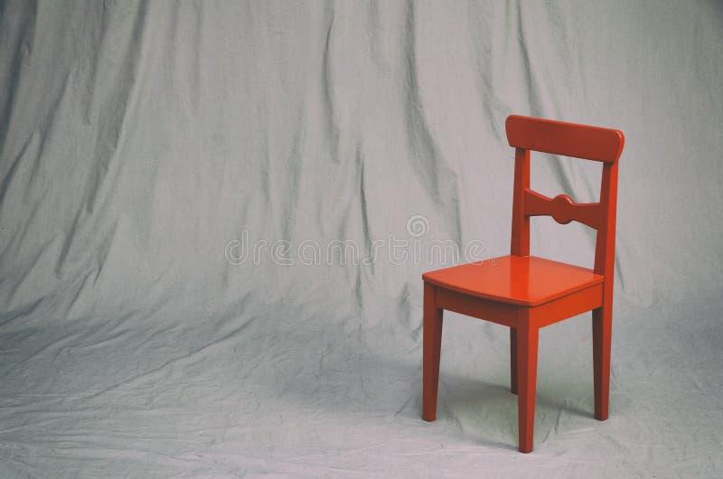 Liten röd stol arkivfoto