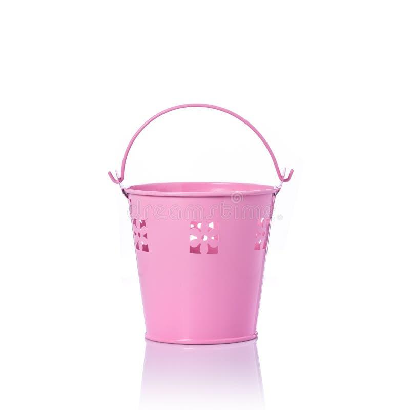 Liten rosa tappningmetallhink beeing begreppskontaktdon fokuserar isolerad skjuten studion omgiven teknologiwhite royaltyfri bild