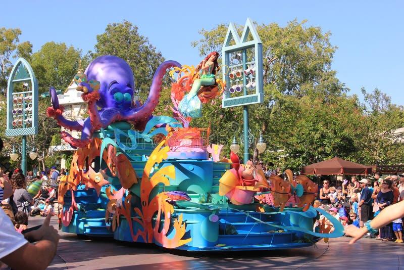 Liten sjöjungfru på Disneyland arkivfoton