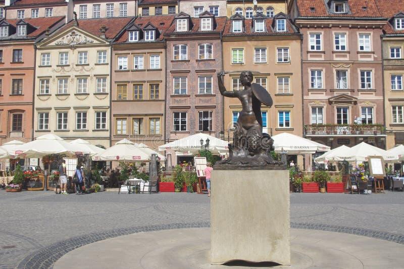 Liten sjöjungfrustaty i Warszawa, Polen arkivfoton