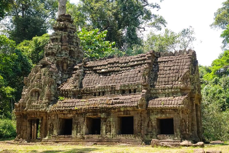 Liten slott i tempelområdet av den Bayon templet på Angkor Thom arkivfoton