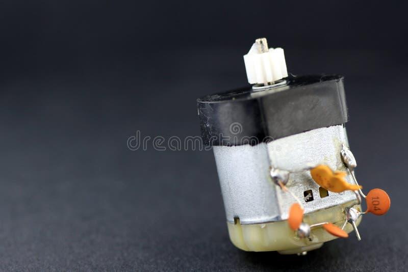 liten spänning för elektrisk låg motor royaltyfri foto