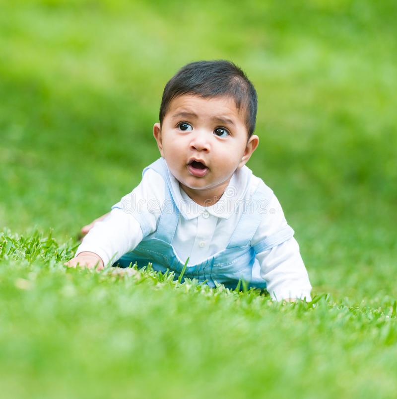 Liten spansk pojke arkivfoto