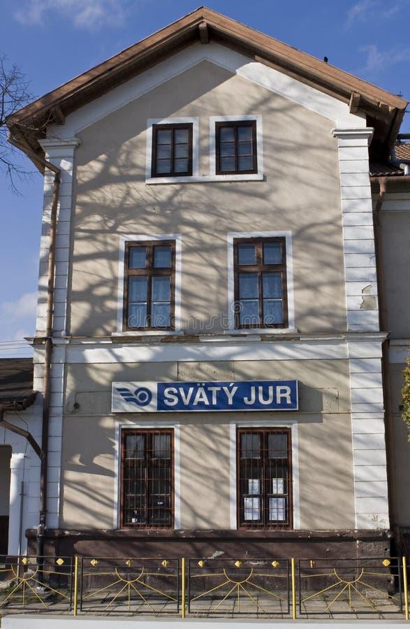 Liten station av Svaty Jur nära Bratislava, Slovakien royaltyfri bild