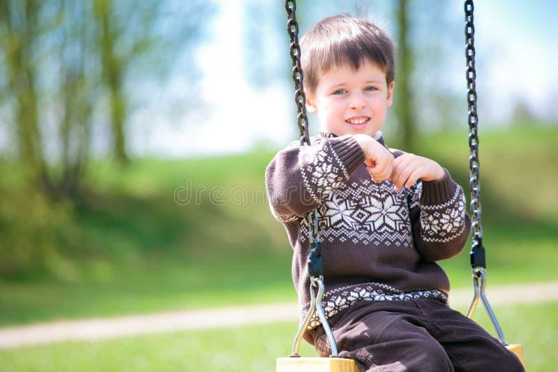liten swing för barn royaltyfri bild