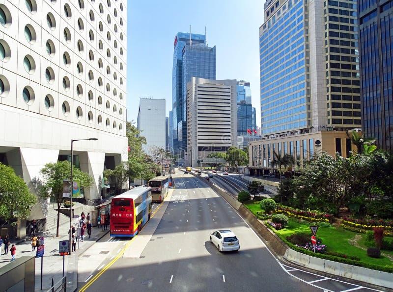 Liten trafik på den Connaught vägen i centralt område i Hong Kong royaltyfria foton