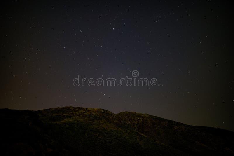 Liten Tujunga kanjon - mörka himlar mellan den San Fernando Valley och Santa Clarita dalen i Los Angeles County Kalifornien arkivfoton