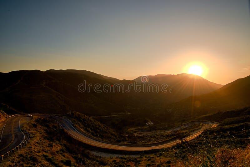 Liten Tujunga kanjon - mörka himlar mellan den San Fernando Valley och Santa Clarita dalen i Los Angeles County Kalifornien royaltyfri bild