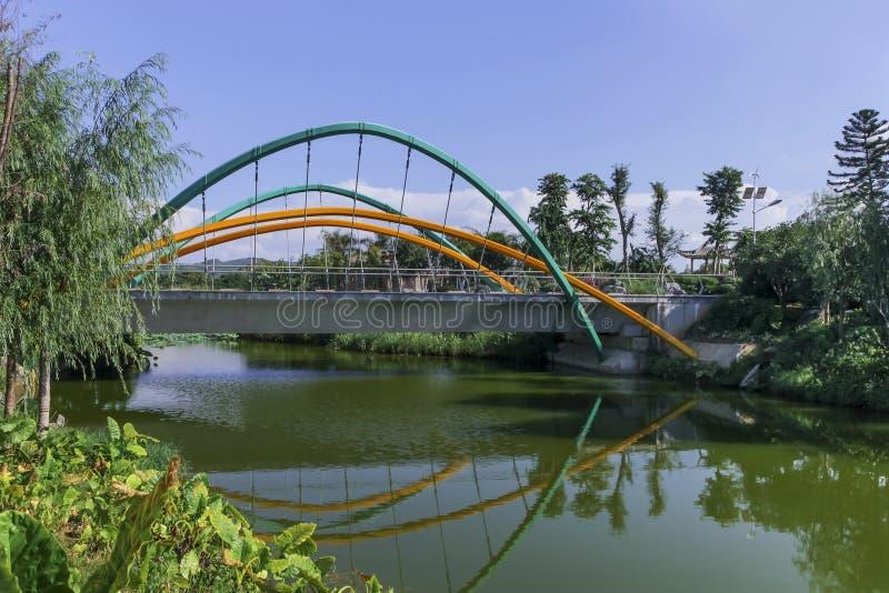 Liten upphängningbro royaltyfria foton