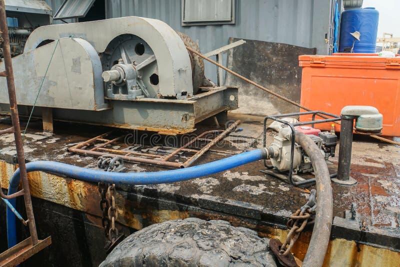 Liten vattenpump på fartyget för återställning arkivfoton