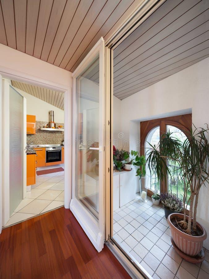 Liten veranda med dekorativa växter royaltyfri foto