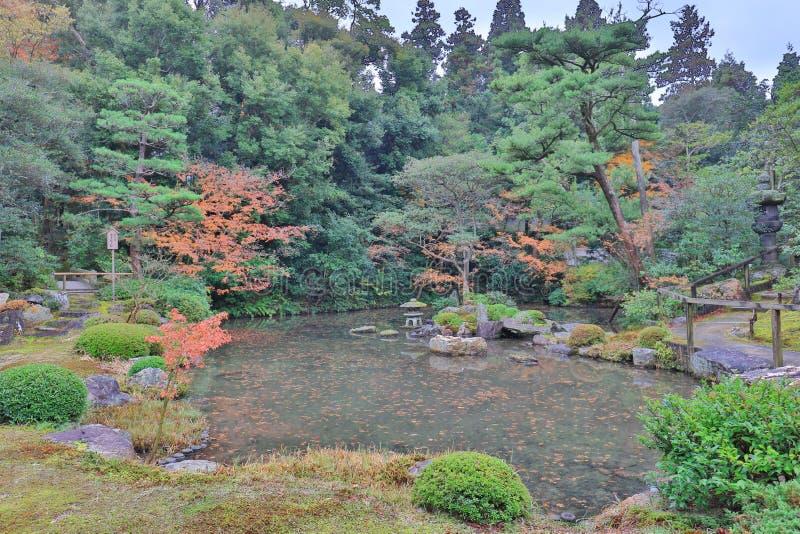 liten zenträdgård av Chion i Kyoto arkivbild