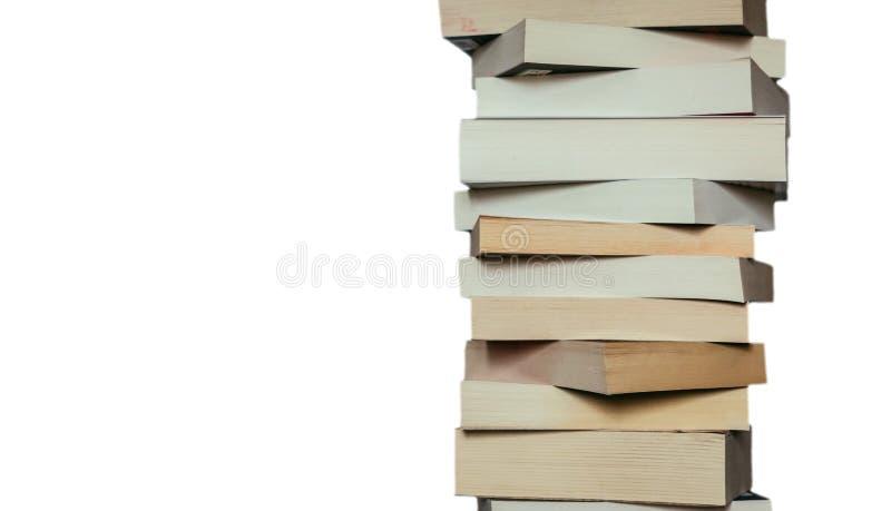 Literatura para el estudio: Pila de libros; fondo blanco foto de archivo libre de regalías