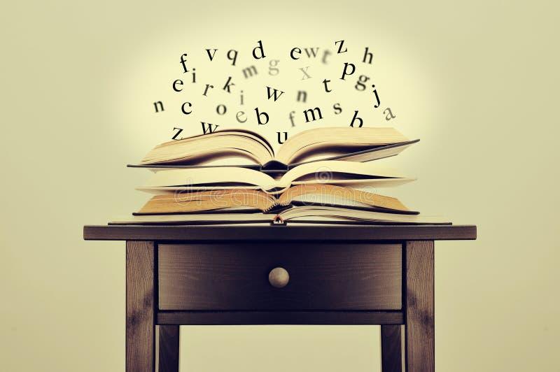Literatuur of kennis stock afbeeldingen