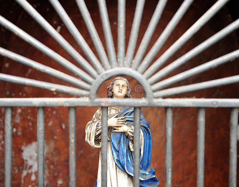 Litet altare av den jungfruliga Maryen i Cordoba, Spanien royaltyfria bilder