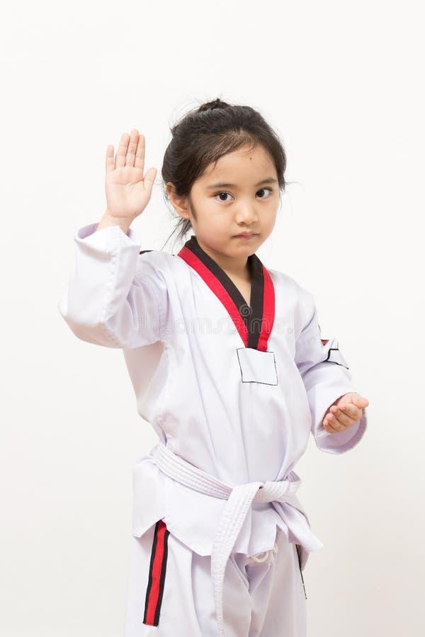 Litet asiatiskt barn i stridighethandling arkivbild