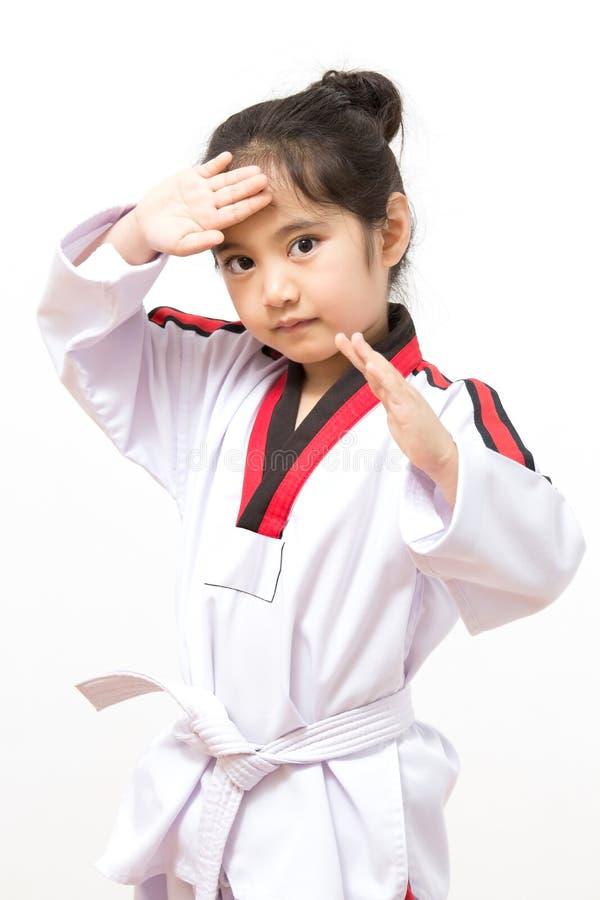 Litet asiatiskt barn i stridighethandling royaltyfria bilder