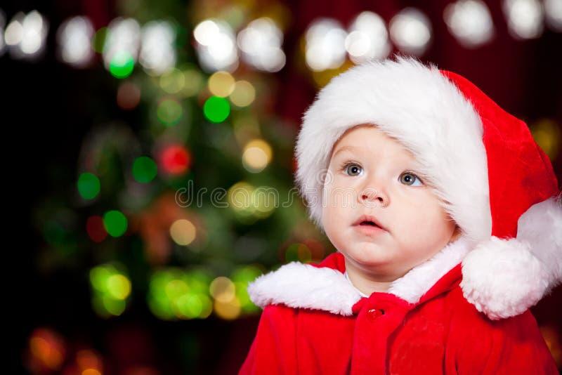 Litet barn i den Santa hatten royaltyfri bild