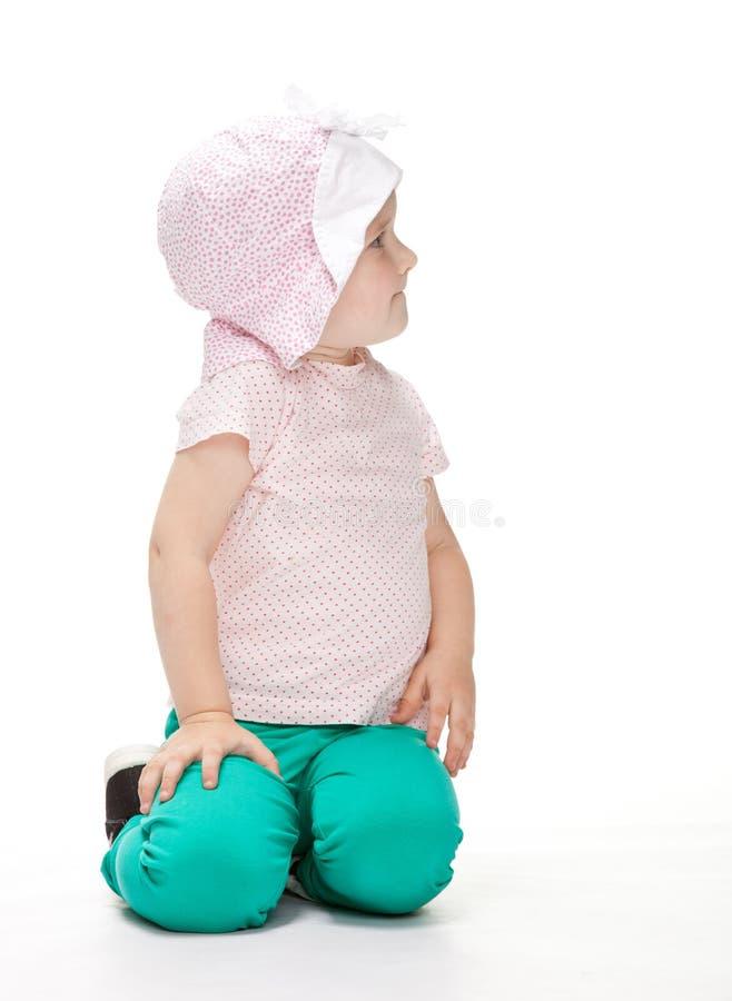 Download Litet Barn Som Sitter På Golvet Fotografering för Bildbyråer - Bild av skämtsamt, caucasian: 27283847