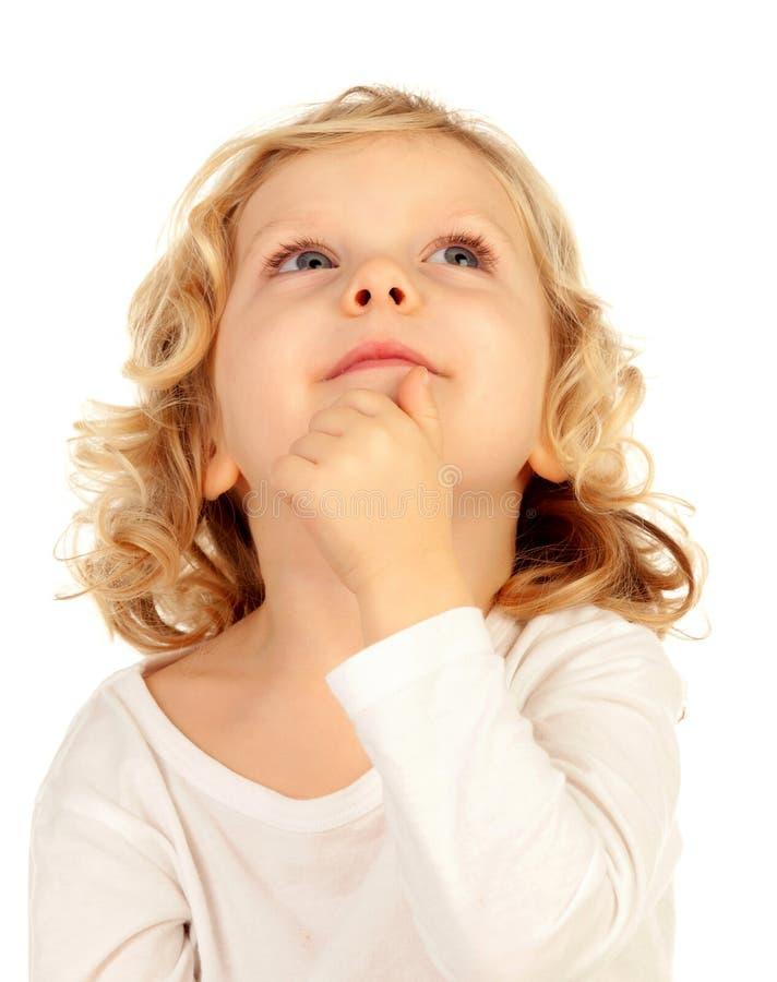 Litet blont barn som föreställer något arkivfoto