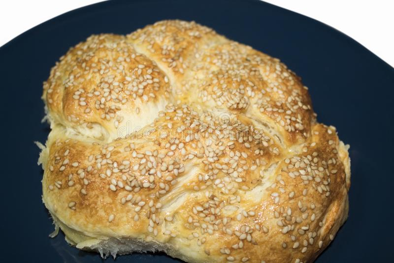 Litet bröd bakar ihop med sesam royaltyfria foton
