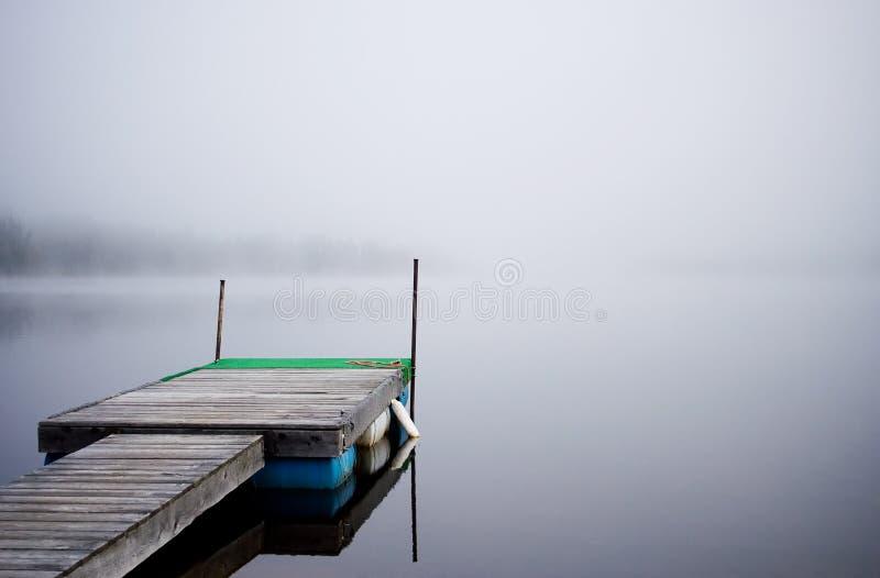 Download Litet däck fotografering för bildbyråer. Bild av lake, plankor - 248361