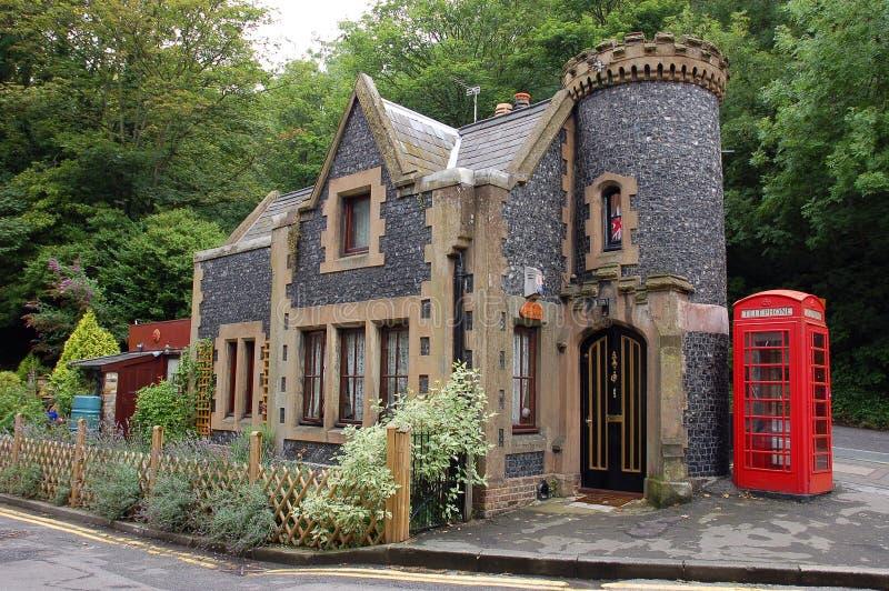 litet england hus royaltyfri foto