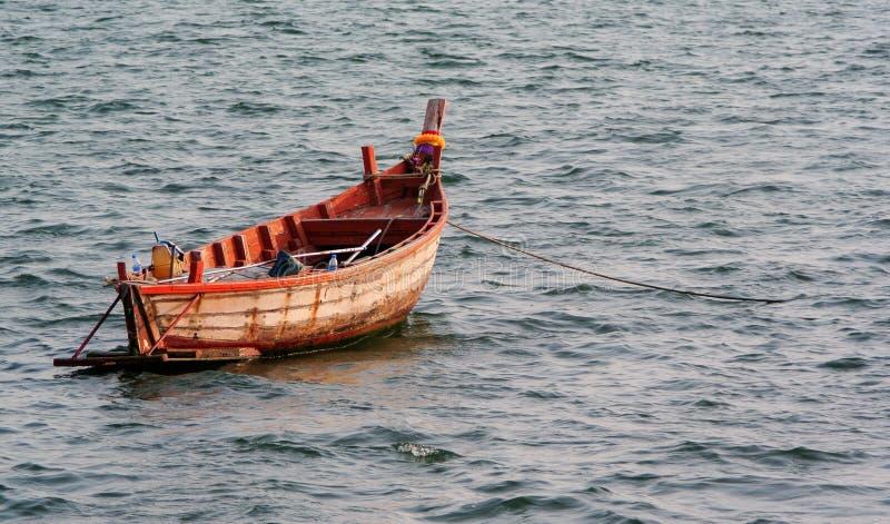 Litet förtöja för fiskebåt arkivfoton
