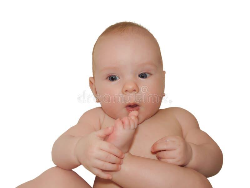 Litet gladlynt behandla som ett barn flickan behandla som ett barn tar sol- och luftbad, att doppa för hud royaltyfri foto