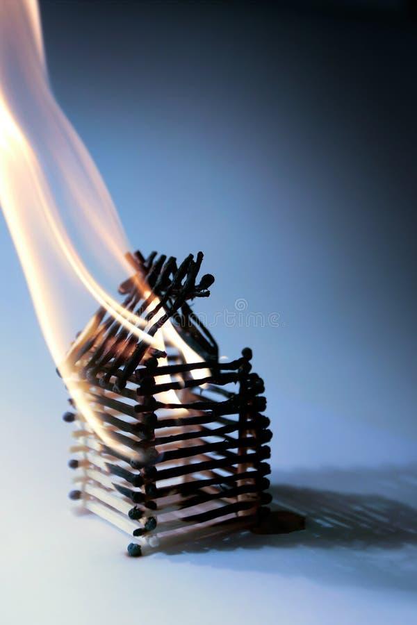 Download Litet hus fotografering för bildbyråer. Bild av bränt, motgång - 522131