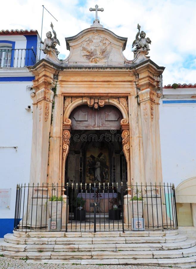 Litet kapell och altare i en gata fotografering för bildbyråer