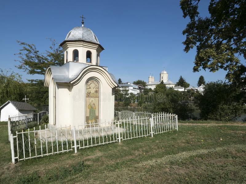 Litet kapell på den Pasarea kloster, Rumänien royaltyfri bild