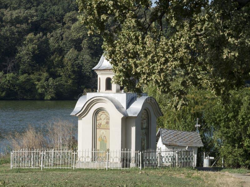 Litet kapell på den Pasarea kloster, Rumänien royaltyfria foton