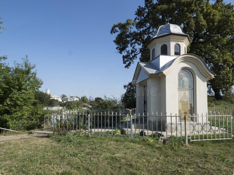 Litet kapell på den Pasarea kloster, Rumänien fotografering för bildbyråer