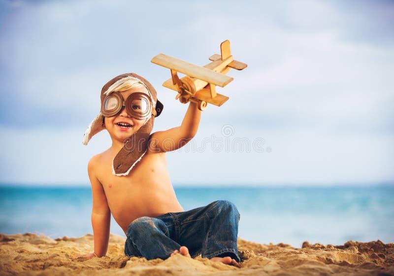 Litet leka för pojke royaltyfria foton