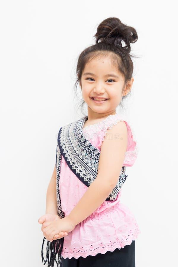 Litet thailändskt barn i traditionell klänning royaltyfri fotografi