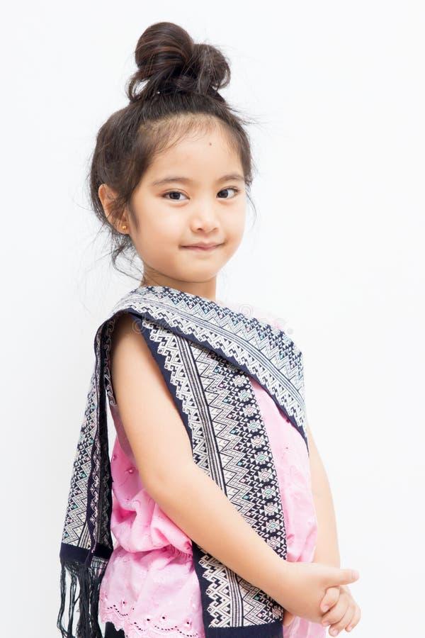 Litet thailändskt barn i traditionell klänning royaltyfri foto