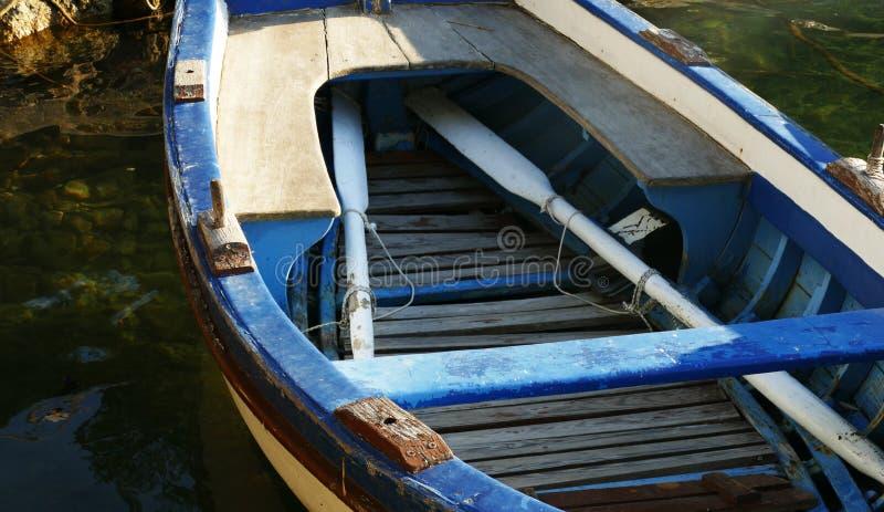 Litet träblått fartyg arkivbild